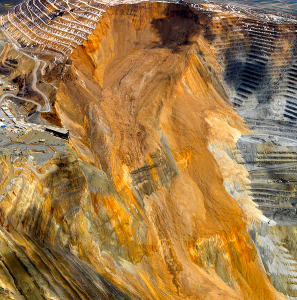 The costs to the mining industry of landslides - examples from Brazil and the USA