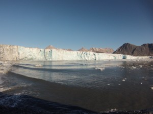 The Hans Glacier in Svalbard, Norway in August 2013. New research finds that different types of ice loss from glaciers are associated with distinct rumbles, snaps and splashes.  Credit: Oskar Glowacki