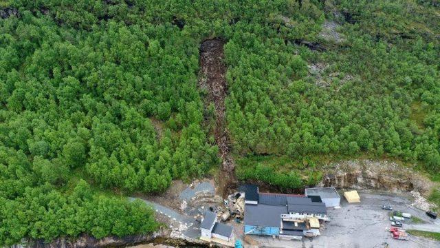 The landslide that damaged the Salaks plant
